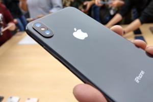 iPhone X 邊框驚現「掉漆」!蘋果員工這樣回應…