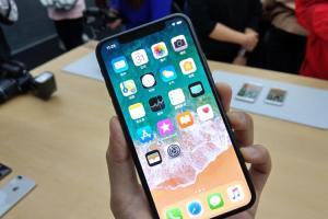 用不慣 iPhone X 「Face ID」?蘋果推出「螢幕指紋」專利