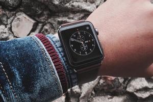 老人神器?繼量血糖後,Apple Watch 將支援「心電圖」感測