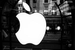舊款 iPhone 賣太好、三星 Note 8 太強!蘋果 2017 利潤佔比大降