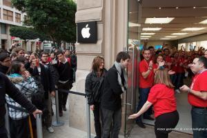 蘋果 iOS 強制「限速」還要收錢?外媒轟應免費換電池