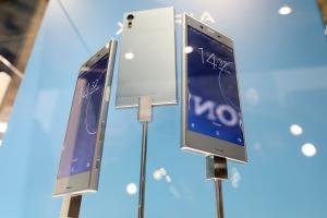 Sony 職缺洩密? Xperia 新機搭載 OLED 螢幕可望現身