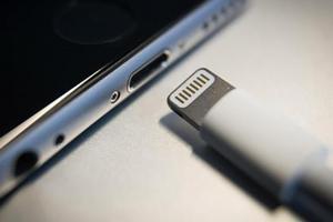 iPhone 防水強化!蘋果專利曝光 Lightning 傳輸埠新變革