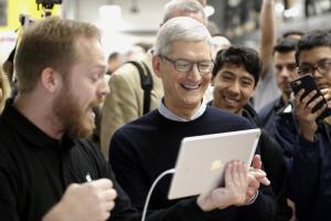 蘋果為何推「最低價」9.7 吋 iPad?庫克解釋有這 5 點