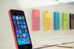 「iPhone 8C」現身?分析師稱新 iPhone 將有藍、黃、粉紅色