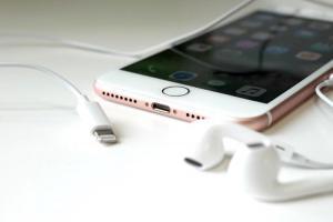 2018 新 iPhone 充電器諜照曝光?新版「快充頭」有這 2 個變化