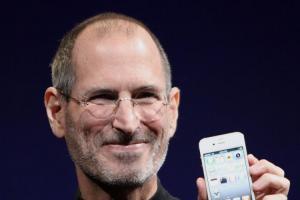 曾差點破產!花 21 年、蘋果成史上首間市值 1 兆美元公司
