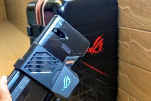( 影音)華碩首款 ROG 電競手機台灣首賣!512GB頂規版搭 6大配件、預購限量三萬有找