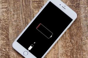 升級 iOS 12後還是覺得 iPhone 很快就沒電?用這一招揪出吃電怪獸
