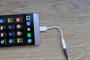 蘋果原廠USB Type-C 轉 3.5mm 轉接器,竟成為高CP值的 Android 配件!