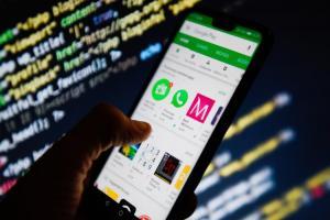 Android平台十大最賺錢 App:LINE兩服務入榜、Google雲端意外殺出
