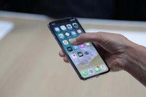 搶救iPhone XR?蘋果手機明年全面改用OLED螢幕