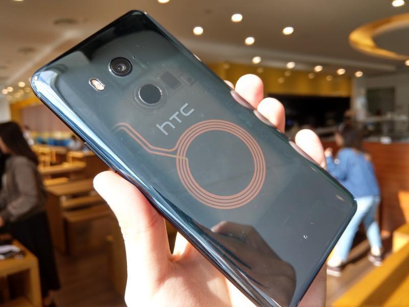 拋春節優惠!改拚 CP 值、HTC 前旗艦降至「萬元」門檻