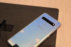 【MWC 現場】(影音)擁最大螢幕、四鏡頭!勝過 Note 系列的Galaxy S10 5G 版實機體驗