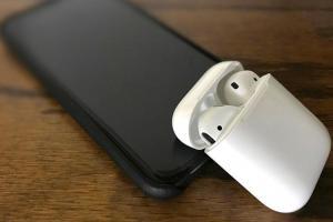 豆腐頭終於要升級了!傳新iPhone配備將支援雙向無線充電
