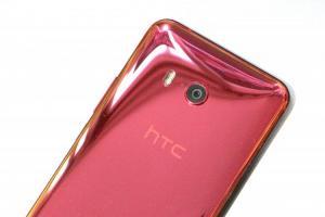 下殺「萬元」門檻的 HTC U11+ 值得購入嗎?同價位手機 4 大重點比拚