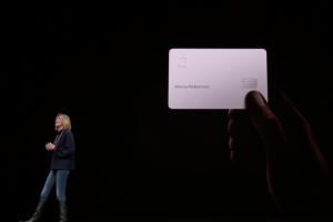 唯一硬體是「信用卡」!蘋果發表會首次全場談服務