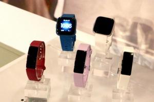 Fitbit 穿戴裝置新品三連發!平價版 Versa 手錶內建15 種以上運動模式