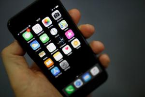 送修假貨換走千支iPhone! 中國學生狂坑蘋果2750萬