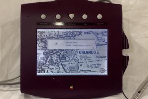 iPhone 大前輩是它?蘋果 26 年的電話早有 iPad 這些功能