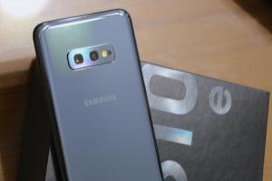 旗艦「小」手機首選?三星 Galaxy  S10e 開箱動手玩