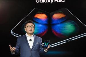 全球首款摺疊機 Galaxy Fold 螢幕異常原因找到了!三星總裁受訪表示...