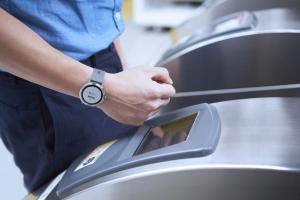 坐捷運用手錶刷!Garmin 推出首款「悠遊卡」智慧錶 vivolife