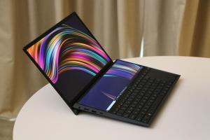 華碩大玩雙螢幕、近 30 吋瀏覽空間!ZenBook Duo 筆電亮相