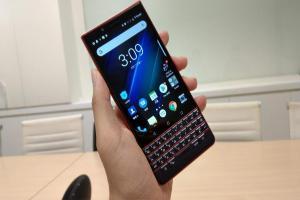 黑莓 BlackBerry Key2 LE 開箱:智慧手機搭上實體鍵盤可以這樣玩
