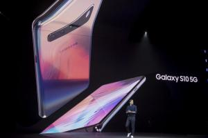 一天熱賣近1.5萬支 5G版三星 S10 銷量破百萬,韓媒曝關鍵原因!