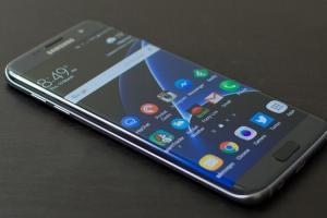 Galaxy S7、S7 Edge 快要「被塑膠」?外媒曝:三星將停止例行安全更新