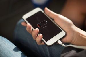 覺得 iPhone 耗電越來越快?提升電池續航力 6 招省電撇步學起來