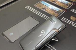 外媒讚華碩新旗艦機 ROG Phone 2 :瘋狂的另一個境界