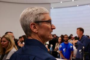 iPhone 11 為何降價、蘋果是否壟斷 App 商店?庫克這麼說