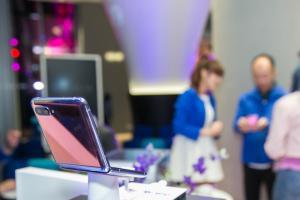 摺疊手機定價高不影響!三星宣佈 Galaxy Z Flip 全台預購量完售