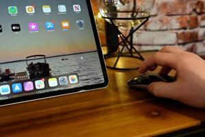 新 iPad Pro 搭配滑鼠、觸控板好用嗎?外媒搶先實測告訴你
