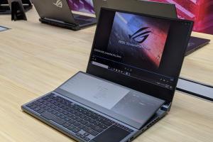 華碩 ROG 進化版「雙螢幕筆電」來了!搶先直擊 Zephyrus Duo 15