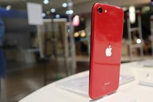 影/新 iPhone SE 三色實機直擊!外觀與 iPhone 8 有 2 點不一樣