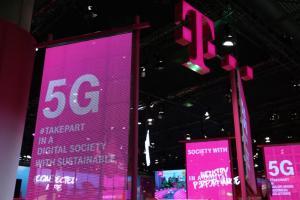 5G 還沒普及就有價格戰了?新機給 5G + 120Hz 螢幕卻不用台幣 9 千