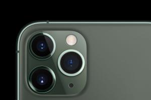 2 萬國外網友投票!當代手機相機一項設計可能「很多餘」?