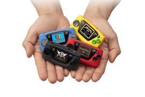 老玩家30年前的童年回憶回來了!SEGA 推超迷你復刻版遊戲掌機