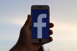 上線時間不遠了!臉書 App 將推出「黑暗模式」