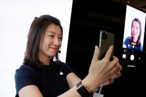 不在現場也能隔空跟好友們合體自拍?蘋果新專利曝光手機拍照黑科技