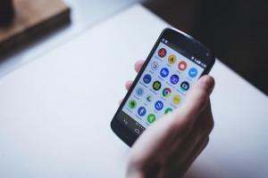 手機螢幕無故異常閃爍?這 2 款暗藏惡意廣告的條碼掃描 App 恐是元兇