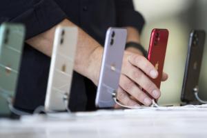 又要陷入選擇困難了!傳平價版  iPhone 12 一口氣給出 7 個顏色