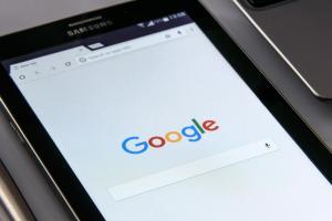 取代 iPhone 內的 Google?蘋果疑似打造自家的「搜尋引擎」
