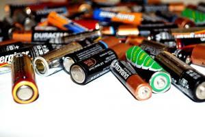 舊電池別丟!環保署出招限時優惠、到超商家樂福可換現金