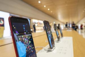 新 iPhone 發表會要等 10 月中?電信商洩漏蘋果上市規劃