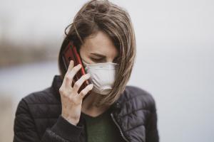 觸控螢幕的潛在危機?最新研究:武漢肺炎病毒能在手機活 28 天