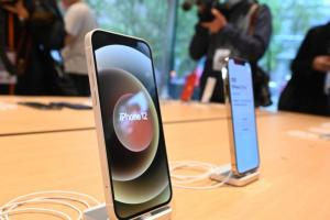 iPhone 12 該裝螢幕保護貼嗎?耐久度實測結果告訴你